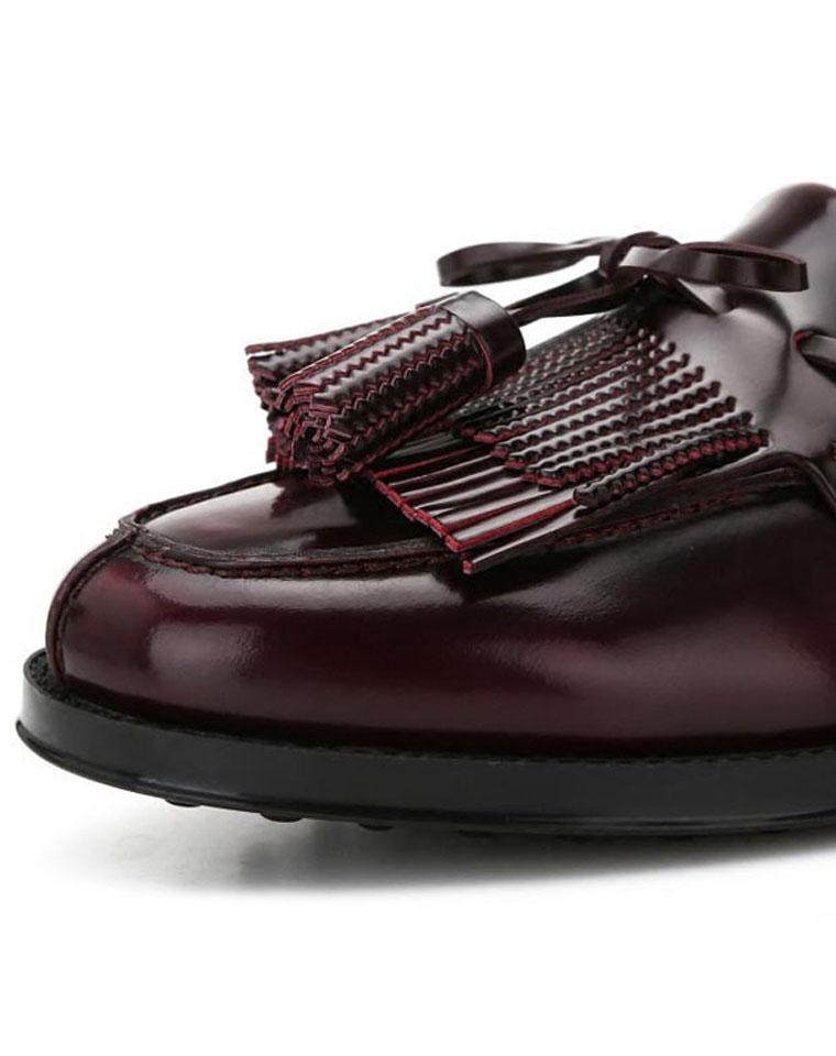 集豆豆鞋与运动鞋为一体的一款时尚鞋  仅298元   TODS      牛漆皮豆豆鞋