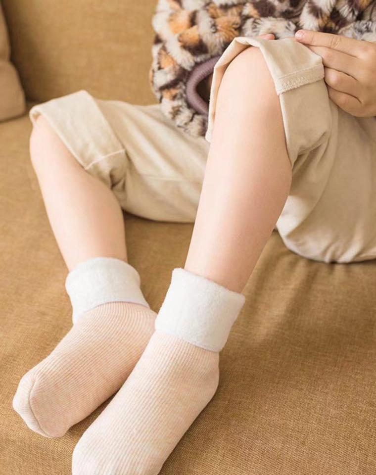 16.8元2双    给孩子の     外贸出口订单   超级保暖的加绒雪地袜  加厚卷边  结实耐磨耐穿!