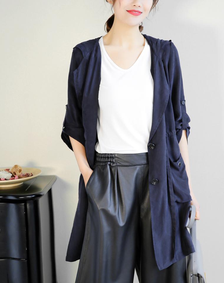给大女人  可做防晒穿到夏  仅285元  走路生风的铜氨丝 垂爽可调节袖长 春夏轻薄风衣 外套
