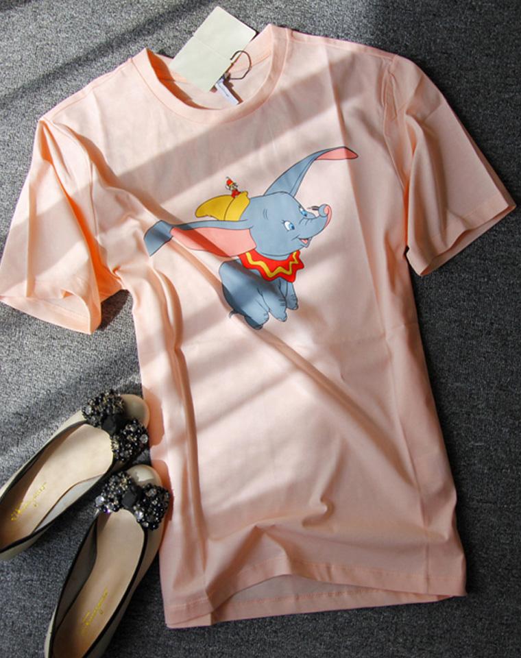 今年最火莫过小飞象 仅85元  超好品质 LOEWE纯正原单  19春夏 限量  手绘制稿灵动小飞象 萌化的少女心 圆领短袖T恤