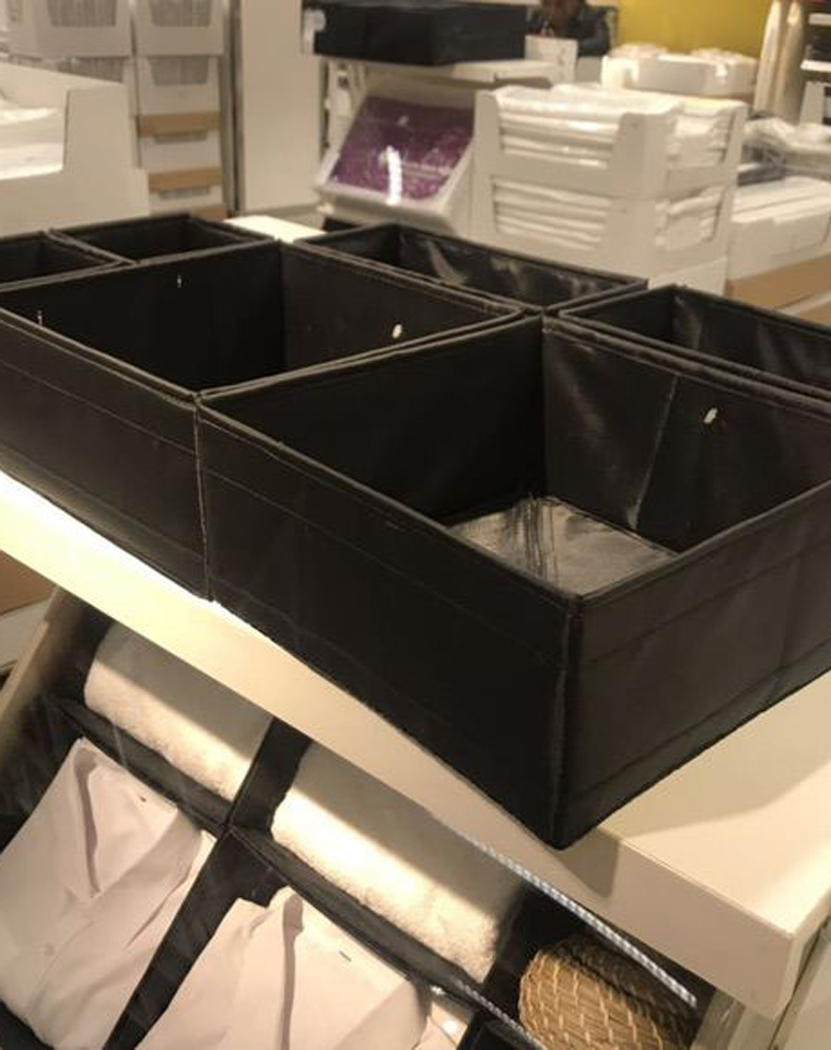 对!就是亲们最喜欢的IKEA 宜家  仅8.8元  SKUBB思库布收纳 可以折叠 带拉链,放在抽屉 超值捡漏!!!
