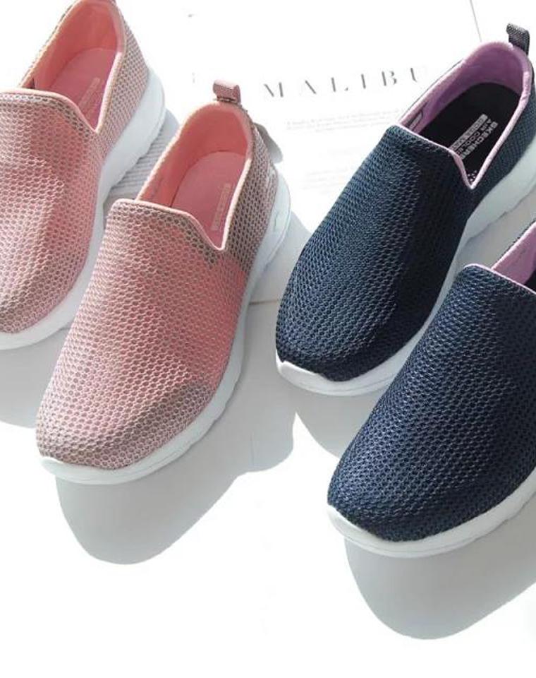 给妈妈 给孩儿妈  仅128元  ~SKECHERS斯凯奇 纯正原单  超轻夏日透气网鞋,显年轻的简约三色 一脚蹬女鞋