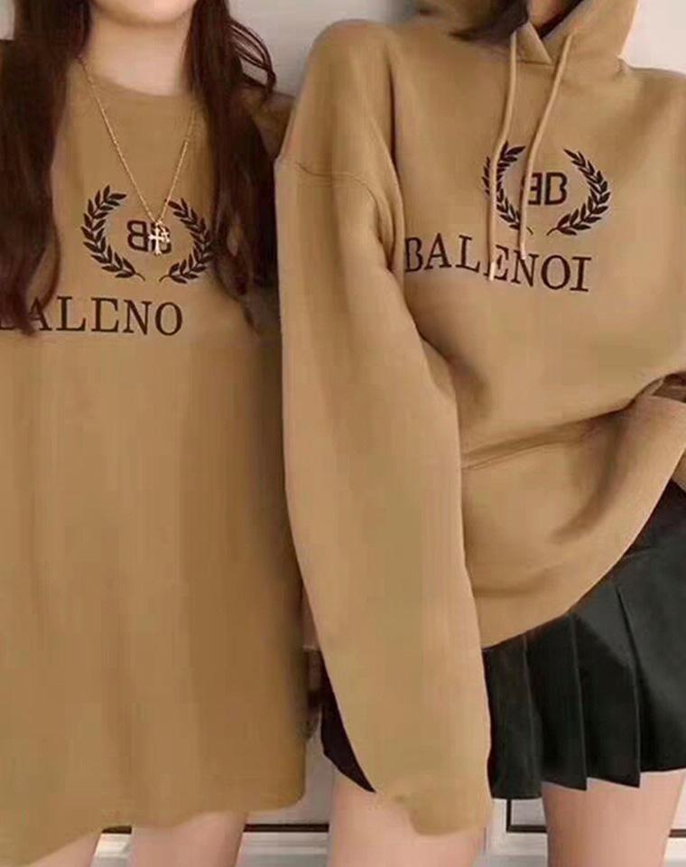 时尚圈打卡    仅145元  Balenciaga巴黎世家纯正原单   奶茶色廓形 连帽毛圈卫衣