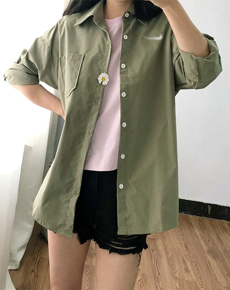 帅气中性风   仅68元   钩子家纯正原单 20夏季新款 橄榄绿 宽松BF小雏菊徽章衬衫