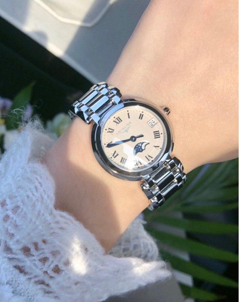 特殊渠道 万元手表首选! 仅998元  均有礼盒装 石英机芯 银色精钢表带 星月女表