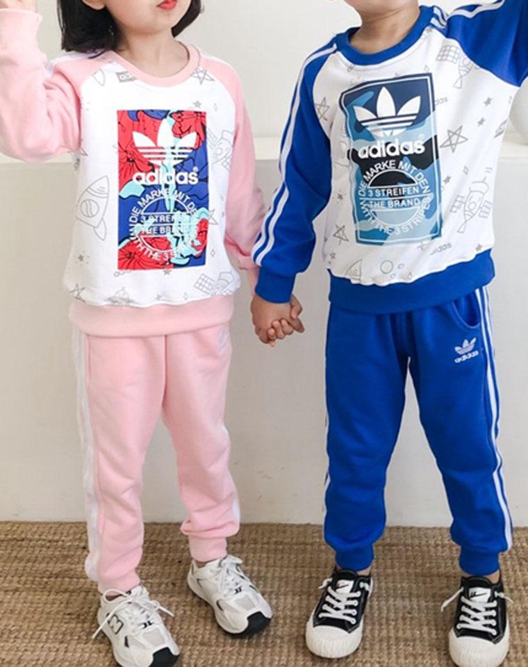 最简单最洋气的星空套装  仅98元  Adidas阿迪达斯  最新男女童  星空系列 内里毛圈 套头卫衣套装