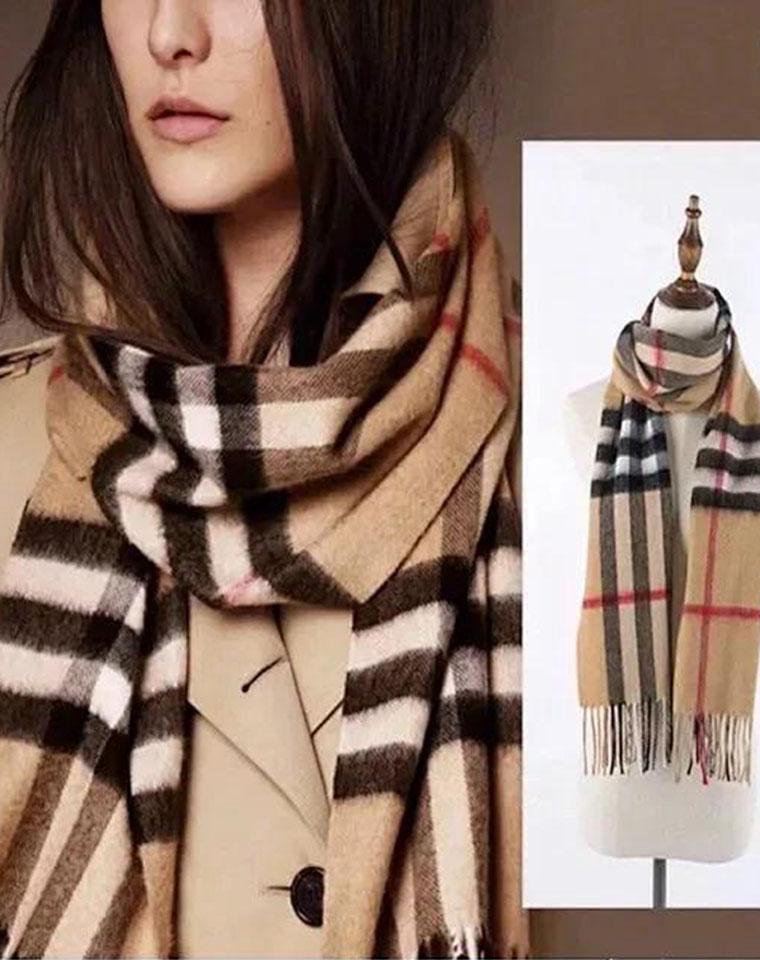 赔钱到姥姥家~  仅128元  格子羊绒围巾 相当好!