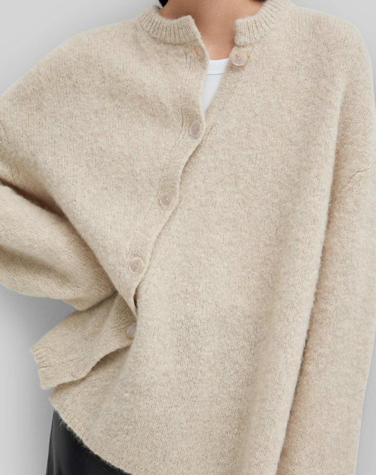 瑞典小众!高级洋气!!仅268元  瑞典Toteme纯正原单  斜扣不对称  羊绒羊毛 中长款宽松廓形 毛衣开衫