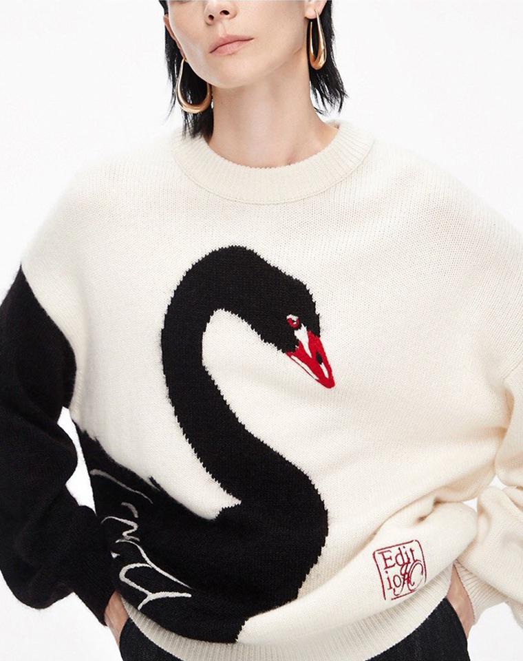 都市俏皮  美出新高度 100%绵羊毛   仅149元 精致重工 Edition纯正原单   十周年天鹅限定系列!绵羊毛廓形大毛衣