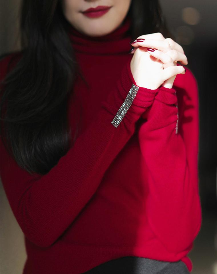 小小的亮点就足够!仅228元  华丽钻饰点睛羊绒衫 高领的领型做的特别好 三色